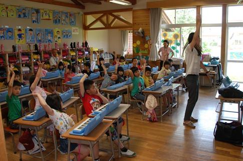 鍵盤ハーモニカの授業002